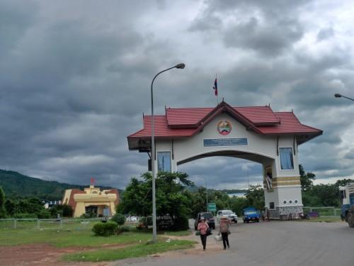 ラオス側の門