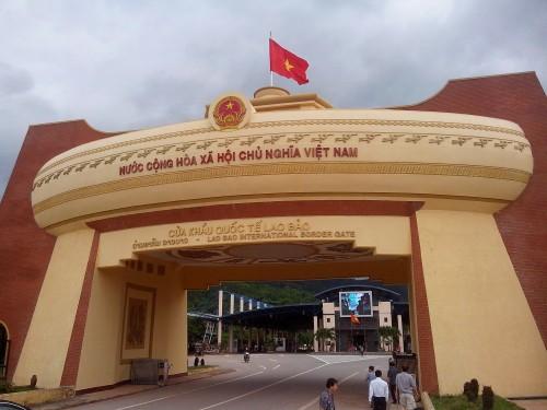 ベトナム側の門。