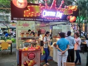 シンガポールと書いてあるカシューナッツショップ