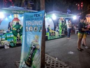 日本のサントリーからは烏龍茶。ちなみに砂糖入ってます。