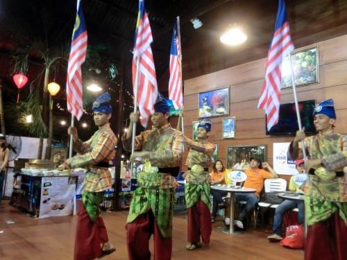 マレーシア国旗のダイナミックなパフォーマンスもありました。