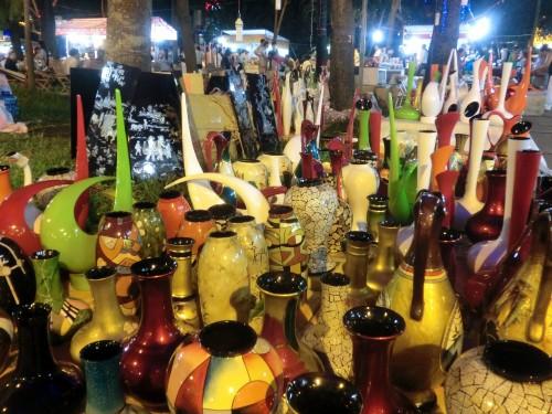 色とりどりの花瓶達