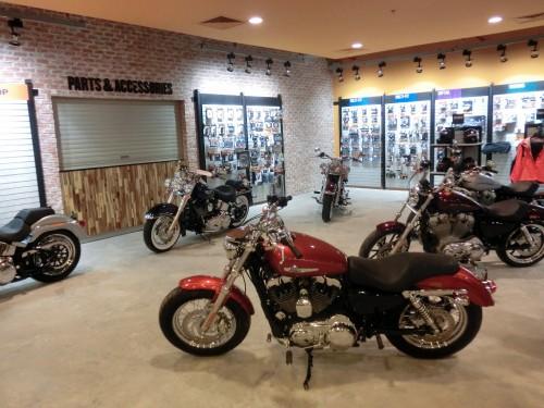 店内に並べられたバイク