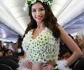 ベトナム発の格安航空会社VietjetAirの機内で行ったビキニファッションショーに元ミスベトナムも登場