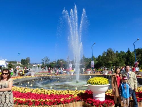公園入口の噴水