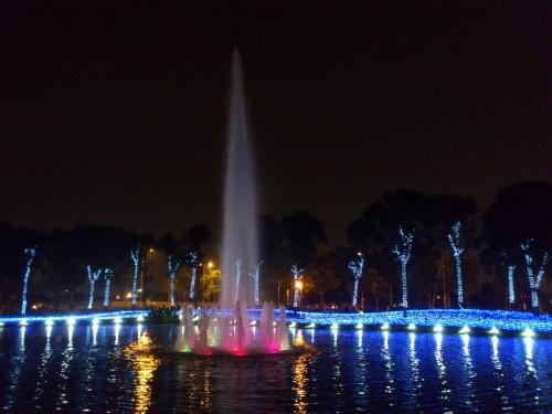 噴水と光のパフォーマンス