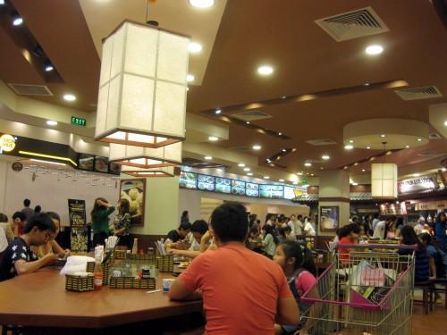 ホーチミンの丸亀製麺の店内
