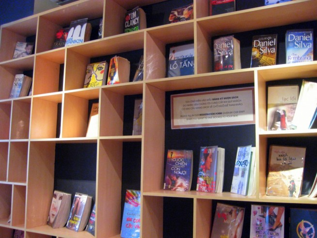 エフワイアイ ブックカフェ(FYI Book Cafe)