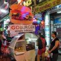 バックパッカー街で見つけた屋台のハンバーガーとケバブ
