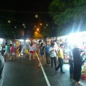 ニャチャンナイトマーケット(Chợ Đêm)