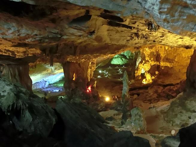 スンソット洞窟の内部