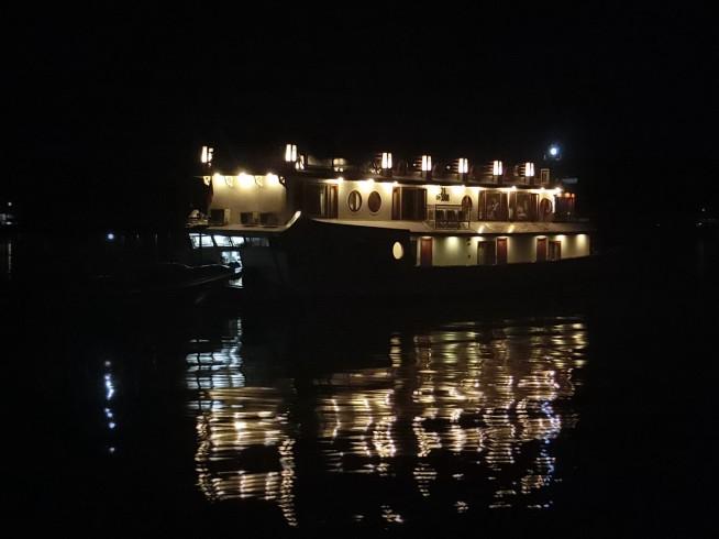 夜のハロン湾