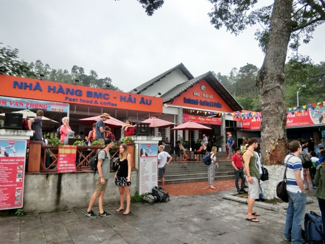 バイチャイ港の向かいのレストラン