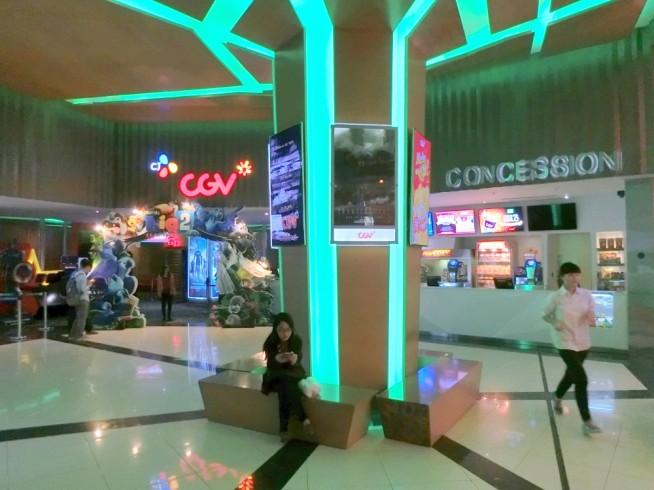 映画館もあります