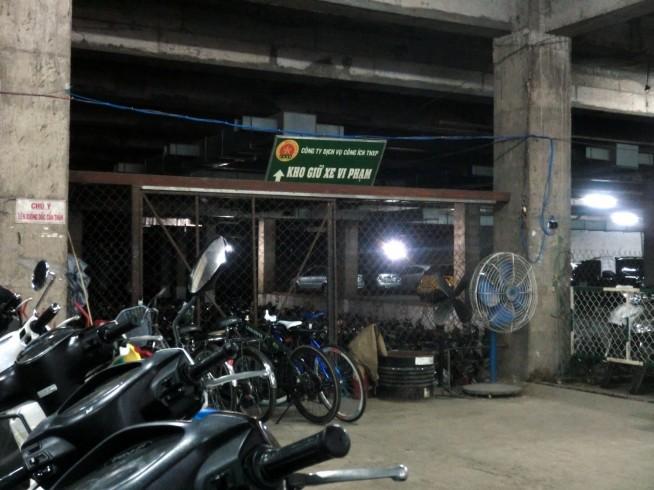 このゲートの奥が違反バイク置き場