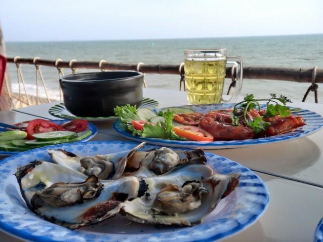 海を見ながら食べるシーフード