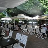 ブラックアンドホワイトカフェ(Black &  White Cafe )