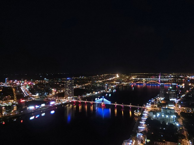 SKY36から見下ろすダナンの夜景
