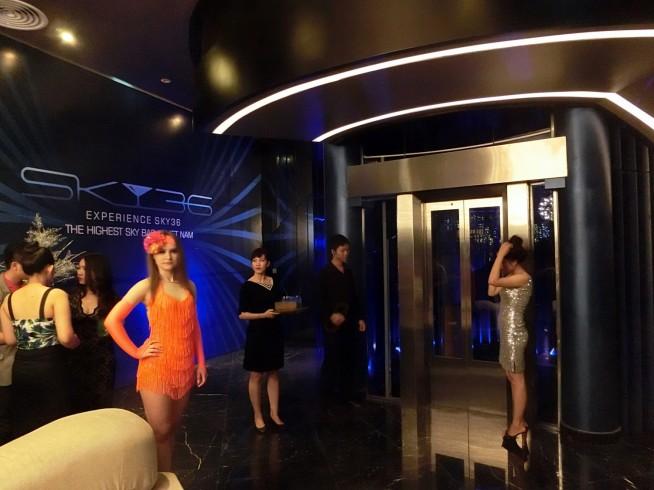 別のエレベーターで35階へ