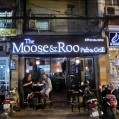 ザムースアンドルー(The Moose And Roo Grill Pub And Grill)