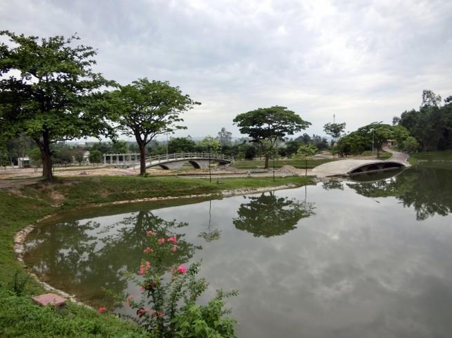 湖の公園を通って駐車場へ