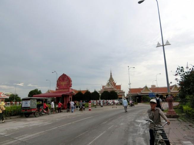 カンボジア側バベット国境