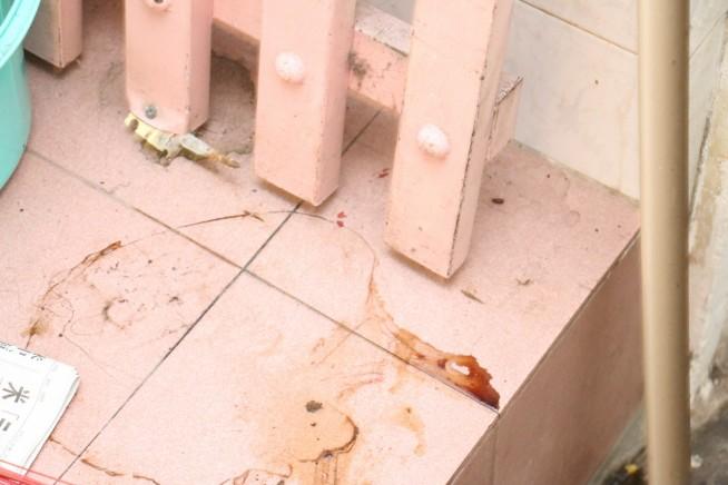何かがこぼれた床の汚れも