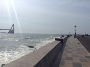 海岸線を走る