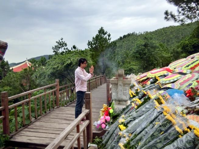 将軍のご冥福とベトナムの平和をお祈りしてきました