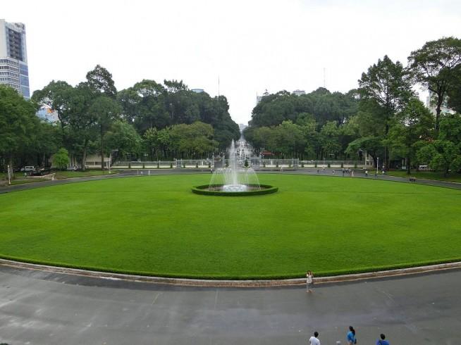 統一会堂から見た中庭