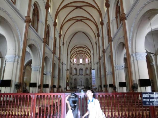 聖母マリア大聖堂の中