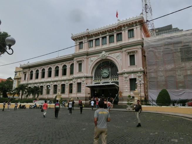 中央郵便局(右側改装中)