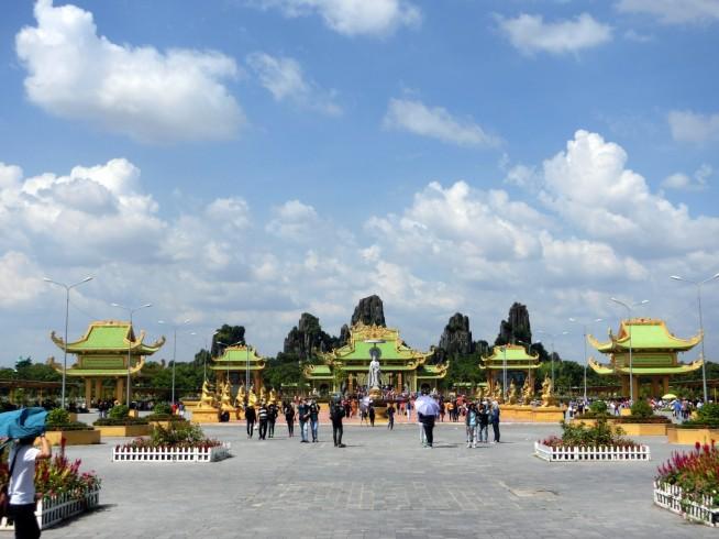 黄金殿前の広場