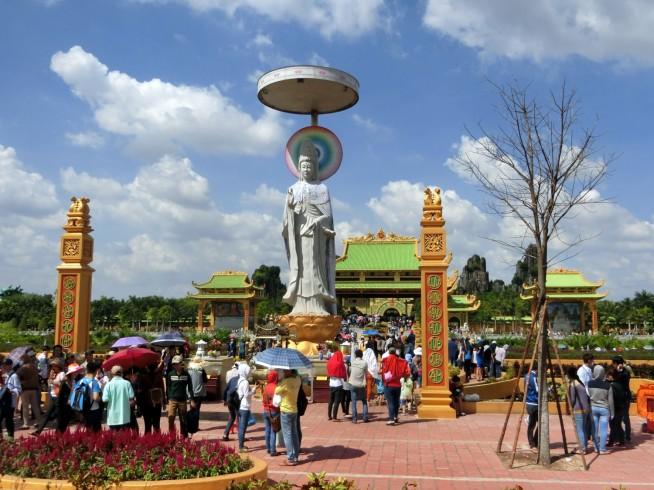 巨大な釈迦像