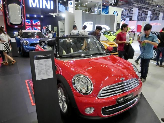 MINIのオープンカー