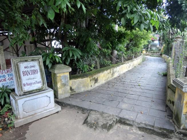 蕃二郎の墓入口