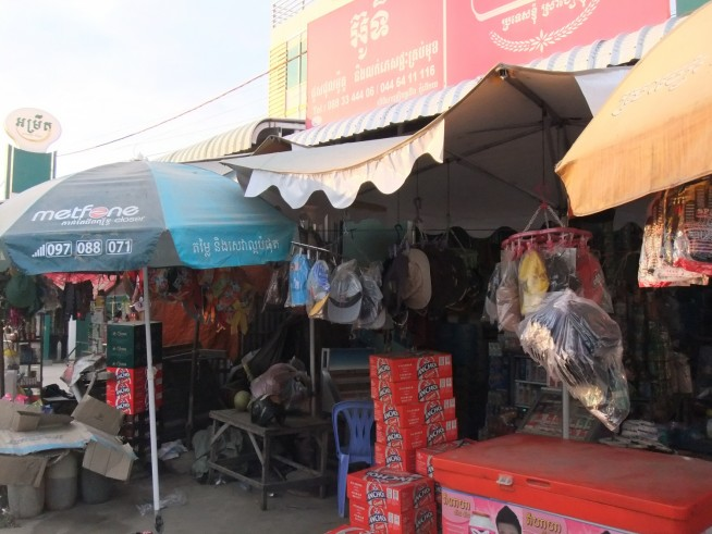 国道沿いの商店で買い物