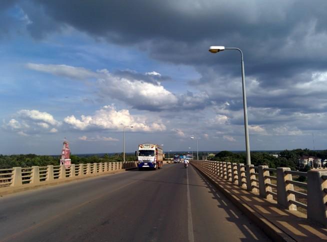 きずな橋を渡る