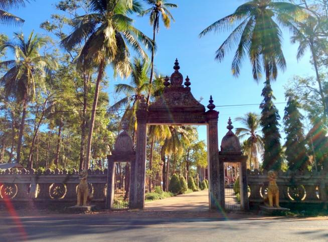 ロカーカンダール寺院