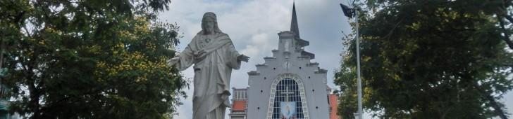 フエ大教会(Nhà thờ dòng Chúa cứu thế Huế)