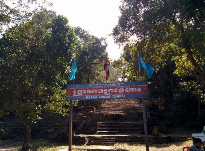 カンボジアの寺院と書かれています