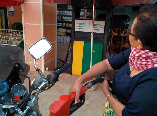 ガソリンスタンドのおばさんのネイルが素敵