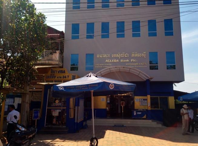 カンボジアのどの街にもある銀行