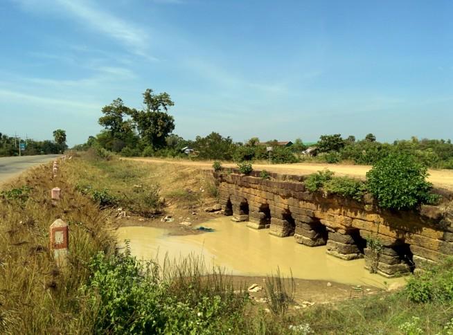 国道沿いにあった古橋