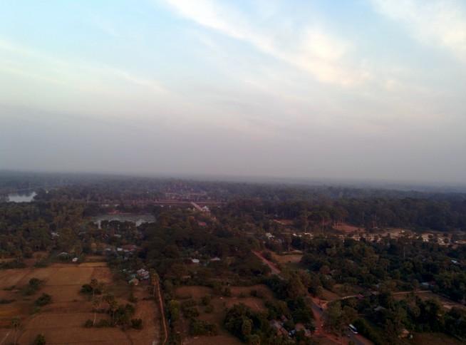 上空から見るアンコールワット
