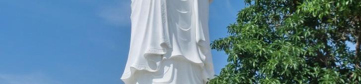 ダナンの北東、ソンチャ半島にそびえるベトナム最大の観音像を見に行こう
