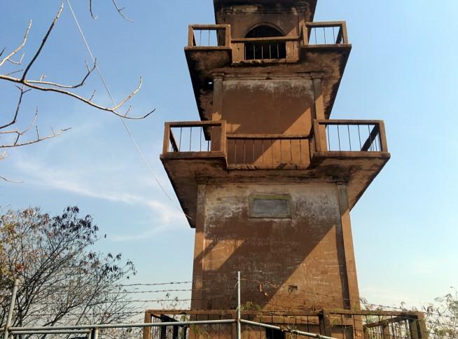 時代を感じる監視塔です