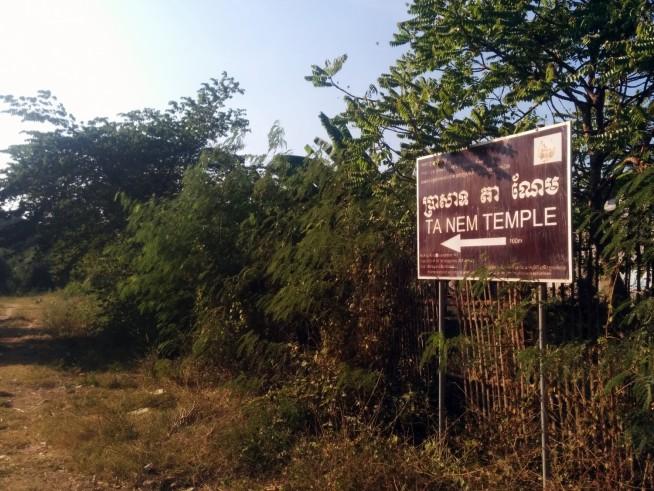 タネム(TA NEM)寺院へ