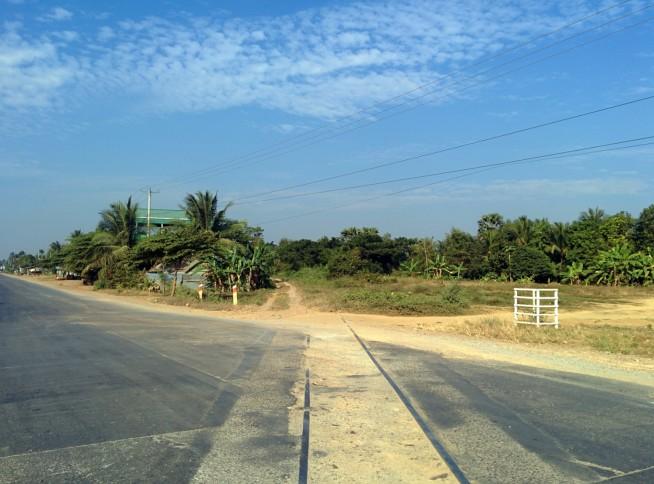バッタンバンの街を走る線路