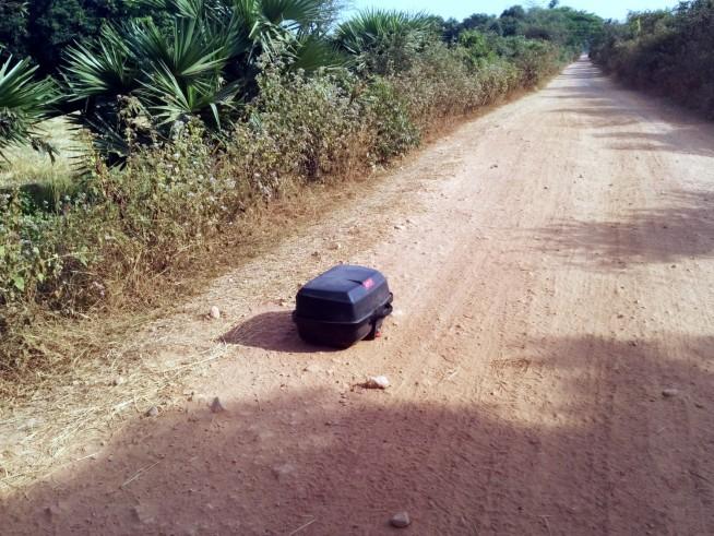 バイクの箱が落下・・・